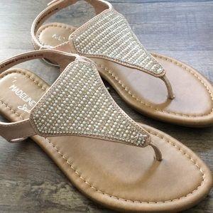 Madeline Stuart sandals size 6